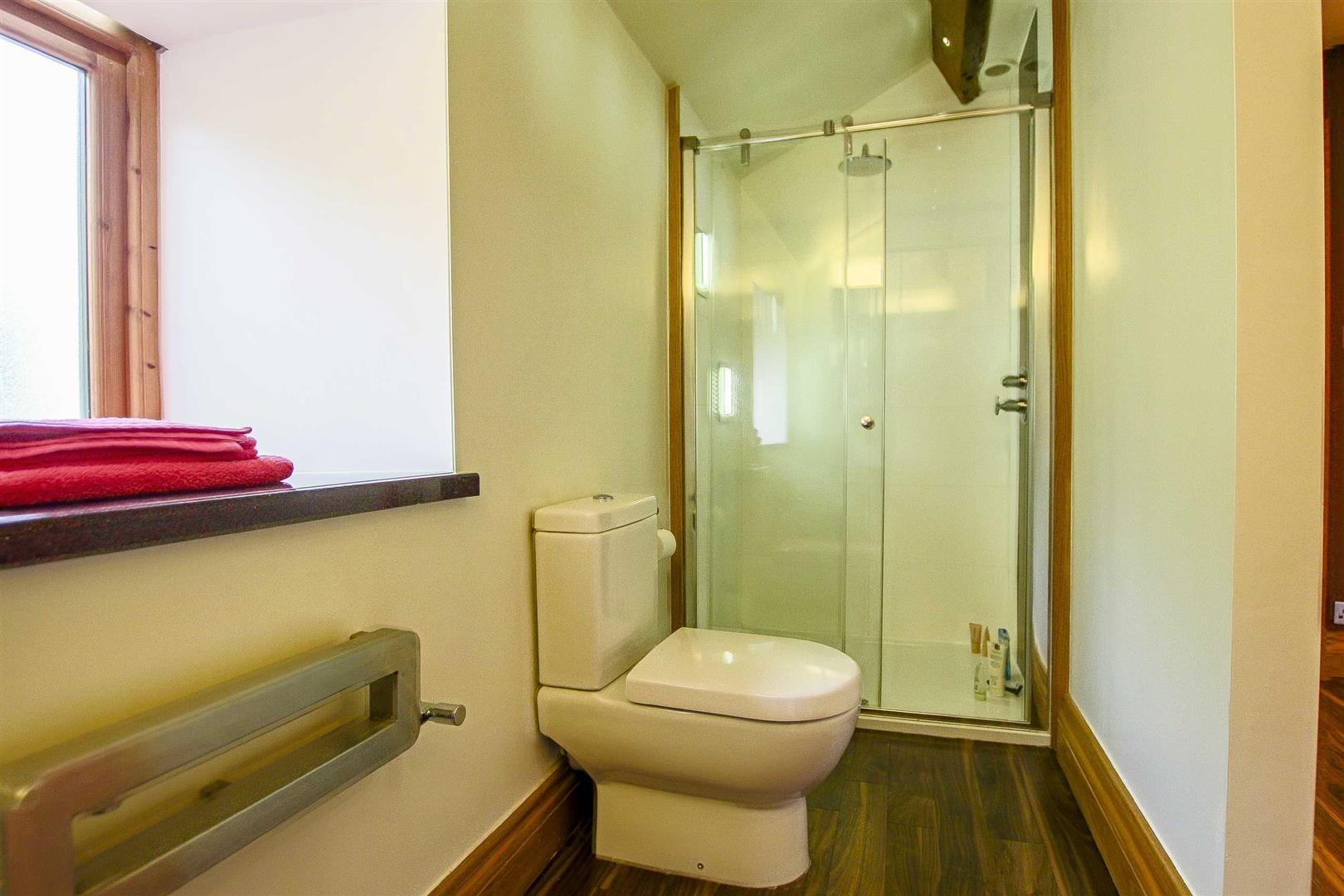 5 Bedroom Cottage For Sale - Image 42